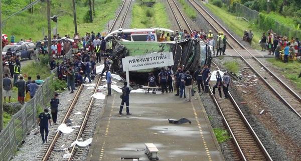 ชาวบ้านแขวงกลั่นเตรียมทำบุญใหญ่ให้ผู้เสียชีวิตจากเหตุรถไฟชนบัสบุญกฐิน