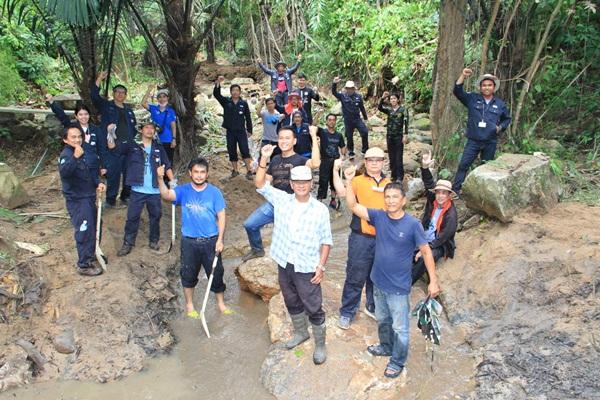 ไออาร์พีซี นำพนักงานหัวใจอาสาทำกิจกรรมชุมชนที่น้ำตกเทือกเขาตะเภาคว่ำ