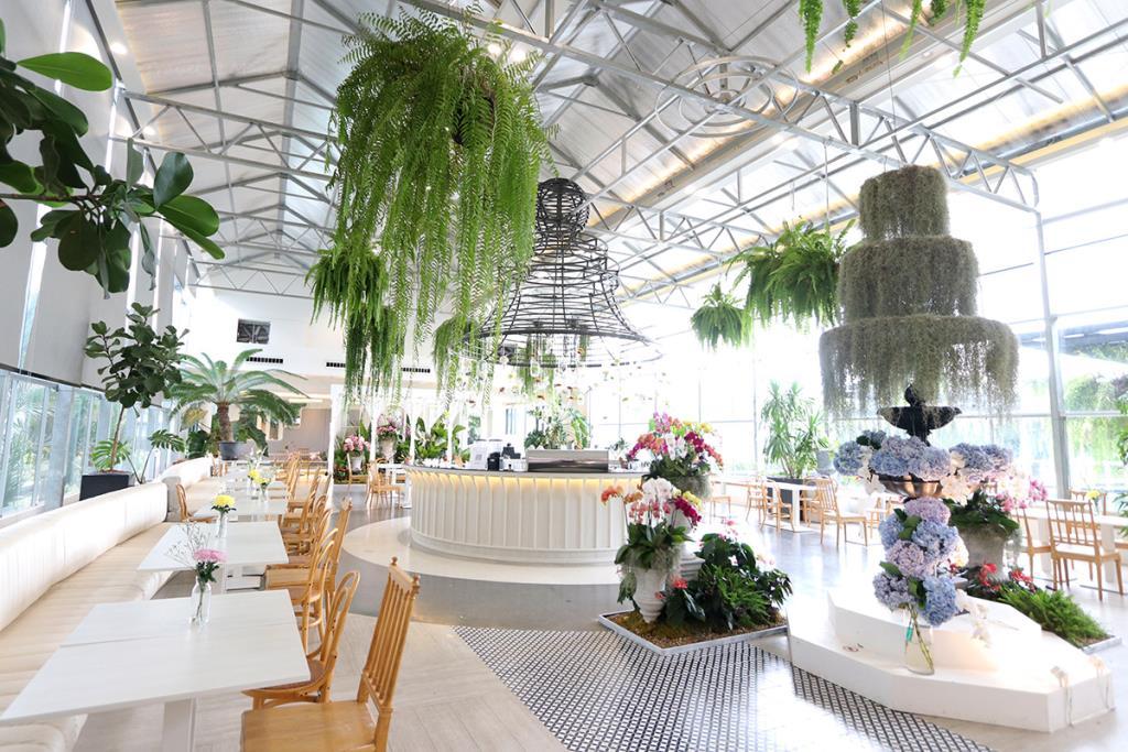 """งามสะพรั่ง """"Boonta Flowers and Cafe"""" ชิมของอร่อย รื่นรมย์ท่ามกลางดอกไม้สวย"""