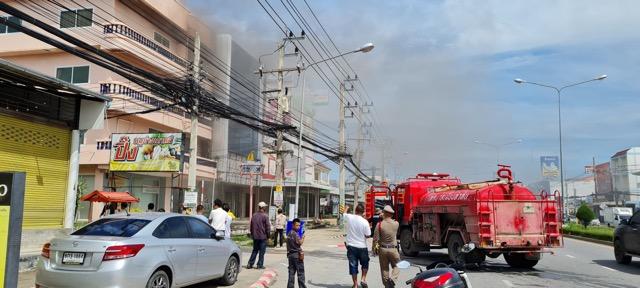 ไฟไหม้อาคารจำหน่ายเครื่องใช้ไฟฟ้า ปากซอยหัวหิน     36.โชคดีควบคุมเพลิงทันไม่ลุกลาม