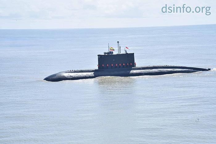 """ทัพเรือเมียนมาเปิดตัว """"เรือดำน้ำ"""" ครั้งแรก ระหว่างซ้อมรบประจำปี"""