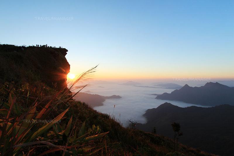โอบล้อมไปด้วยธรรมชาติและขุนเขา ที่ภูชี้ฟ้า