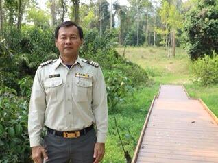 นายพรชัย วนัสรุจน์ นักวิชาการป่าไม้ชำนาญการ ทำหน้าที่หัวหน้าอุทยานแห่งชาติเขาชะเมา-เขาวง