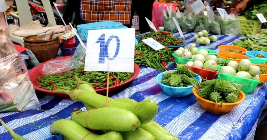 พาณิชย์พิจิตรสำรวจราคาพืชผักในช่วงเทศกาลกินเจ