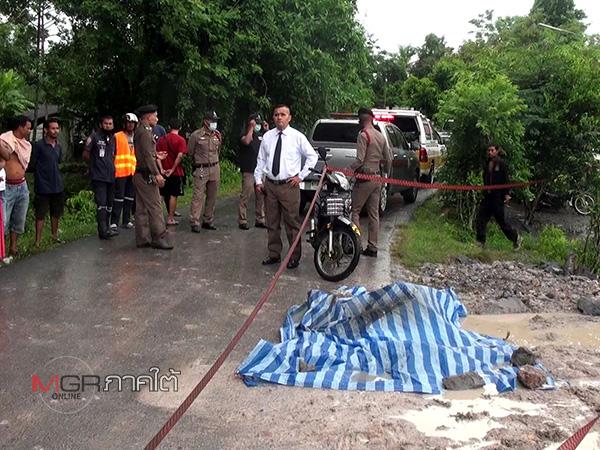 เพื่อนบ้านคนเมืองคอนทะเลาะกันกลางถนนถึงขั้นวางมวยก่อนชักมีดแทงไม่ยั้งเสียชีวิตในที่เกิดเหตุ