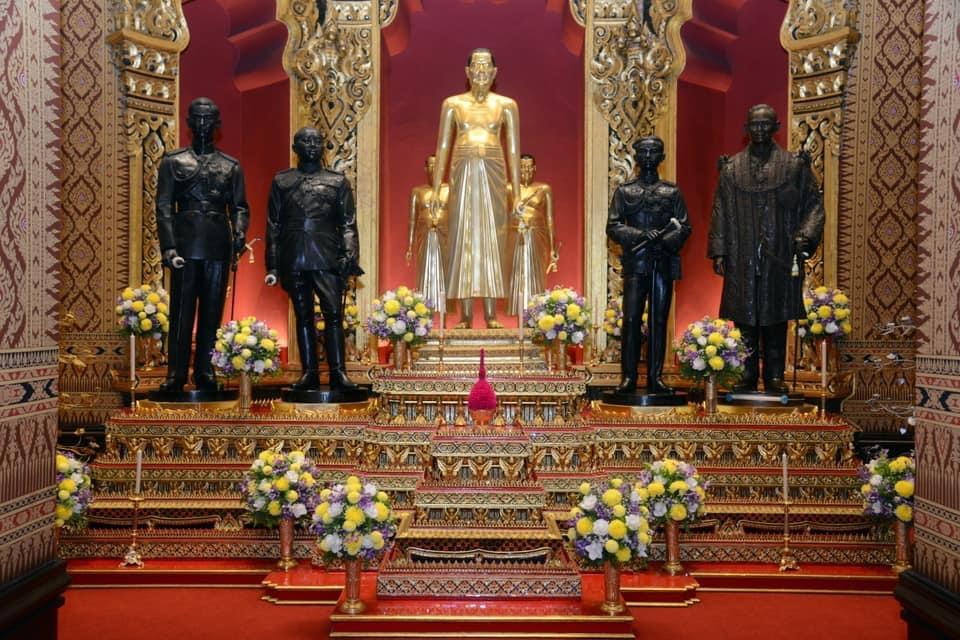 พระบาทสมเด็จพระเจ้าอยู่หัว ทรงพระกรุณาโปรดเกล้าฯ พระราชทานพระบรมราชานุญาตให้ประชาชนเข้ากราบถวายบังคมพระบรมรูปสมเด็จพระบูรพมหากษัตริยาธิราชในปราสาทพระเทพบิดร ในวันที่ 23 ตุลาคม 2563