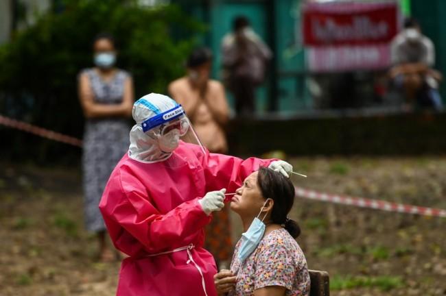 เริ่มมีข่าวดี อัตราผู้ติดเชื้อโควิด-19 รายวันในพม่าลดลงต่อเนื่อง