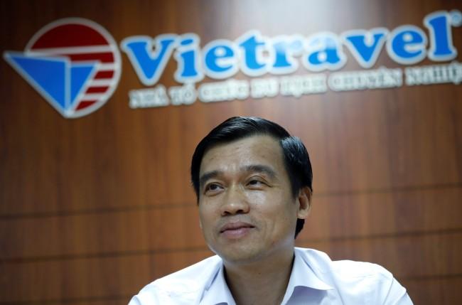 หวู ดึ๊ก เบียน ซีอีโอและประธานบริษัทเวียดทราเวลขณะให้สัมภาษณ์ที่สำนักงานในกรุงฮานอย.--Reuters.