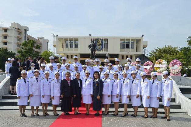 """คณะครู นักเรียนโรงเรียน ภ.ป.ร.ราชวิทยาลัยในพระบรมราชูปถัมภ์ จัดพิธีวางพวงมาลาถวายราชสดุดี """"วันปิยมหาราช"""" ประจำปี 2563"""