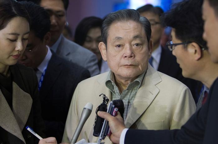 คอลัมน์นอกหน้าต่าง: 'ลี คุนฮี' ประธานกลุ่ม'ซัมซุง' ผู้สร้างบริษัทให้กลายเป็นยักษ์ใหญ่ไฮเทคระดับโลก ถึงแก่กรรมในวัย 78 ปี