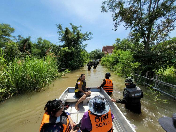 ชมรม PTT Group SEALs ลงพื้นที่ให้ความช่วยเหลือผู้ประสบอุทกภัยในพื้นที่ จ.นครราชสีมา