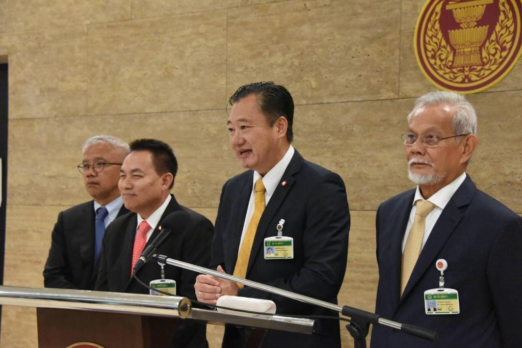 """""""สมชาย"""" ซัดนักการเมืองส่งต่อความขัดแย้ง หนุนจาบจ้วง โซเชียลบิดเบือนขบวนเสด็จ"""