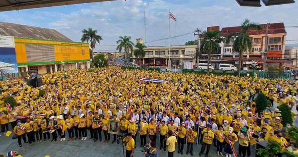 แสดงจุดยืนต่อเนื่องชาวชลบุรี-ระยองเกือบ 6,000 คนประกาศก้องปกป้องสถาบัน