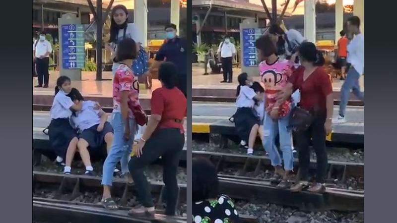 แชร์สนั่น ! คลิปนักเรียนหญิงโดนตบกลางสถานีรถไฟ เพราะไม่ยืนเคารพธงชาติ