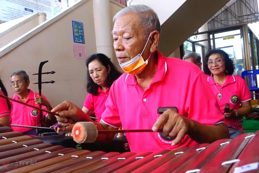 วงดนตรีไทยโรงเรียนผู้สูงอายุเขารูปช้าง รวมทีมฝึกซ้อมจนสามารถออกแสดงโชว์ได้