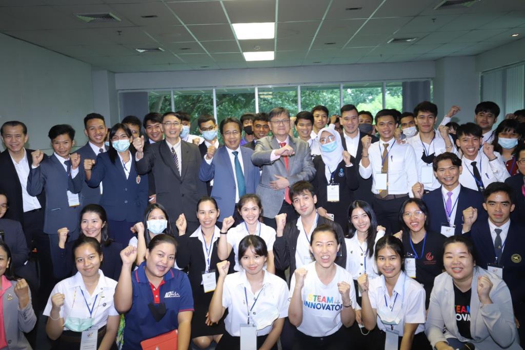 """ผู้นำนักศึกษา 37 สถาบัน ร่วมกิจกรรม Young TH Leader&Innovator Club """"ดร.เอนก""""กระตุ้นสร้างนวัตกรรมเพื่อสังคม"""