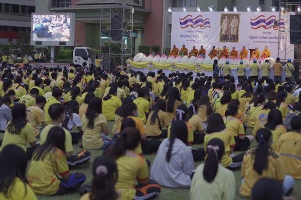 ชาวนครปฐมกว่า 1500 คน สวมเสื้อเหลืองแสดงจุดยืนเทิดทูนสถาบันฯ