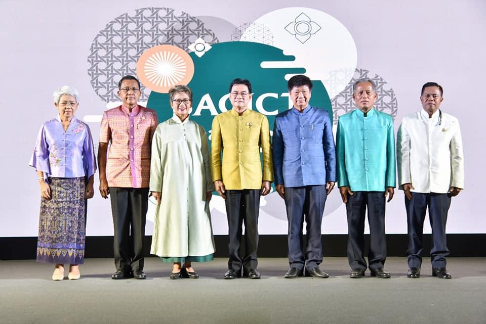 จุรินทร์เตรียมดันไทยเป็น Art & Crafts Hub ของอาเซียนเพื่อขับเคลื่อนเศรษฐกิจหนุน SACICT สร้าง Ecosystem ด้วยเศรษฐกิจสร้างสรรค์ ให้ชุมชนเติบโตผ่านงานศิลปหัตถกรรมไทยอย่างยั่งยืน