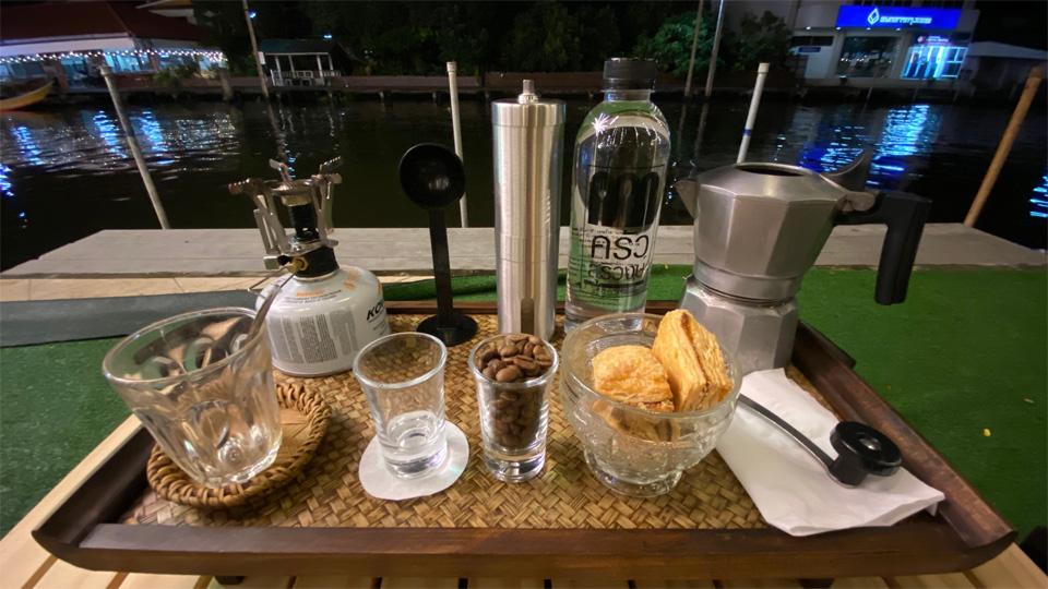 """คาเฟ่ไอเดียเจ๋ง! ให้ลองบด-ดริปกาแฟเอง งาน """"บ้านแพ้ว แลนด์แอนด์คอฟฟี่"""" ที่สมุทรสาคร"""
