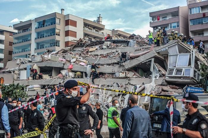 แผ่นดินไหวรุนแรงในทะเลระหว่างตุรกี-กรีซ อาคารพังเสียหายเป็นสิบๆ หลัง 'มินิสึนามิ'ซัดขึ้นฝั่ง ตายแล้ว 14 เจ็บกว่า 400