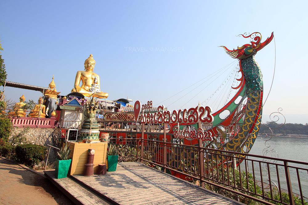 พระพุทธนวล้านตื้อ ลือโลก เป็นองค์พระขนาดใหญ่ริมแม่น้ำโขง