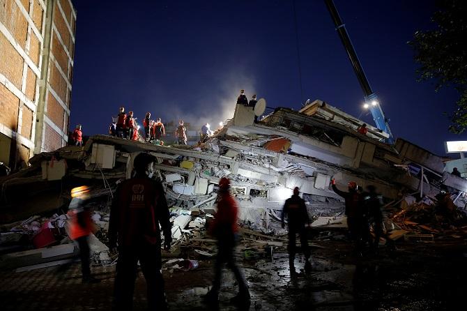 เหยื่อแผ่นดินไหวตุรกีพุ่งเป็น37ศพ เหลือติดอยู่ใต้ซากหักพังอีกเกือบ200คน