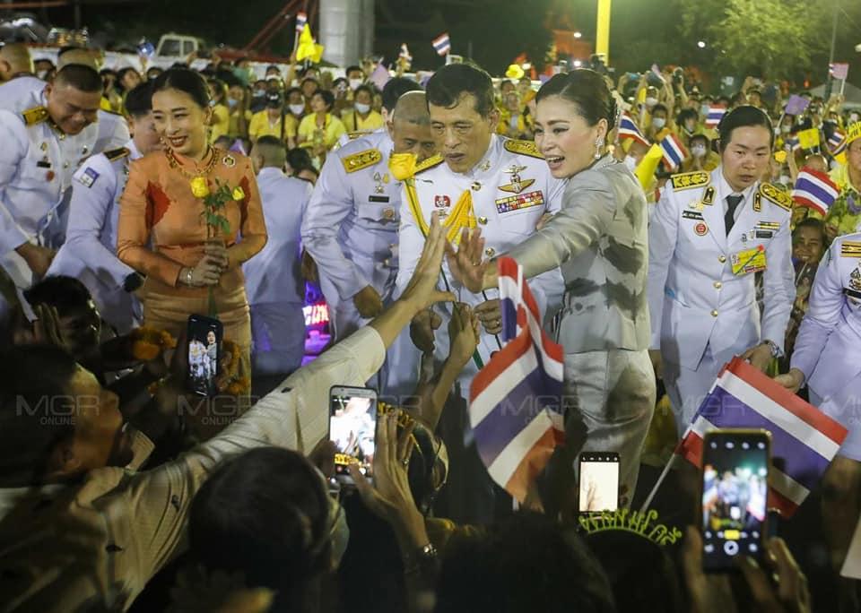 """คนไทยปลื้มปีติ! """"กรณ์"""" เห็นแล้ว """"พระเมตตาเด่นชัดมาก""""  """"The METTAD"""" แฉ """"แผนชั่วกะเทยเฒ่า"""" ดิสเครดิตสถาบัน"""