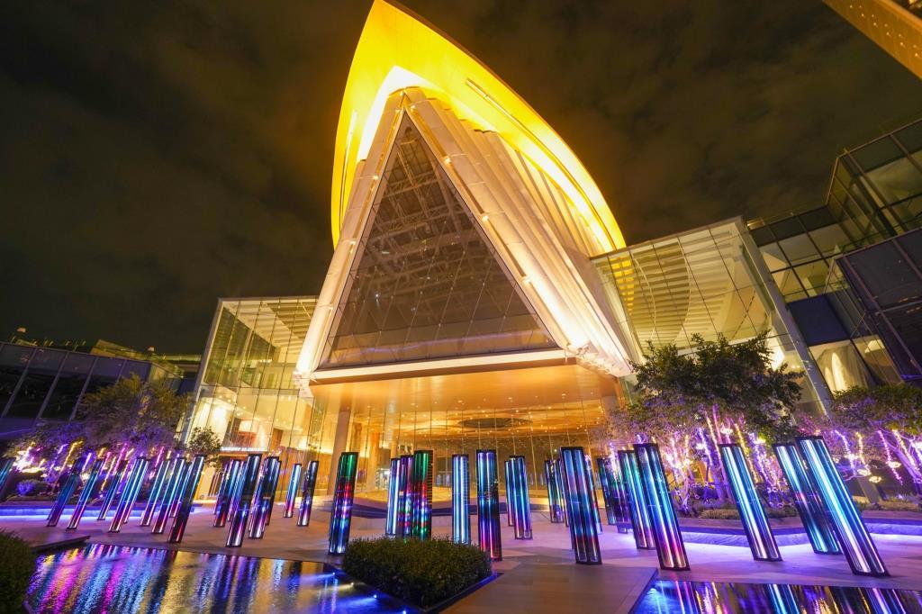 """""""ไอคอนสยาม"""" มอบความสุขส่งท้ายปี """"Bangkok Illumination 2020 At ICONSIAM"""" จัดแท่งไฟเรืองแสง-ขบวนต้นคริสต์มาสเอกลักษณ์ไทยริมแม่น้ำเจ้าพระยา"""