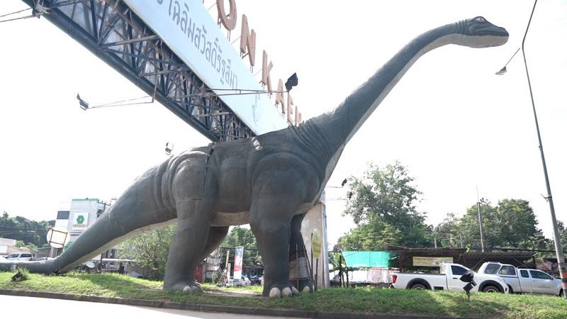 เตรียมซ่อมไดโนเสาร์ที่ขอนแก่นคาดเป็นผลจากถูกรถชนหลายเดือนก่อน