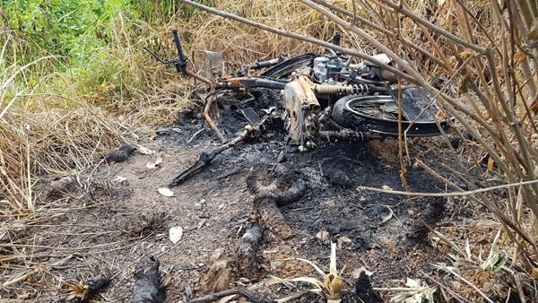 พบศพสาวคาราโอเกะถูกฆ่าเผาพร้อมรถจักรยานยนต์กลางไร่บ้านโป่ง คาดถูกฆาตกรรม อำพราง