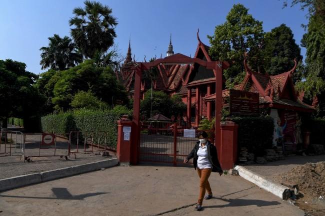 กัมพูชาสั่งปิดสถานบันเทิงทั่วประเทศ-โรงเรียนทุกแห่งในพนมเปญ กันโควิดระบาดระลอก 2