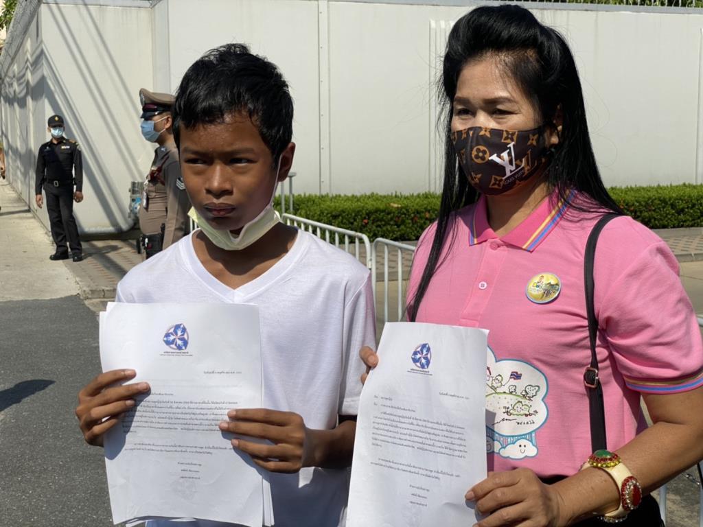 """กลุ่มเยาวชนช่วยชาติ ยื่นสถานทูตญี่ปุ่น จี้ """"ปวิน"""" กลับมารับโทษกฎหมายไทย"""
