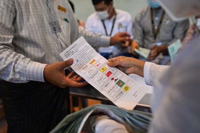 ฝ่ายค้านพม่ากล่าวหาการเลือกตั้งมีเหตุละเมิดกฎหมาย ร้องผู้พบเห็นช่วยส่งหลักฐาน