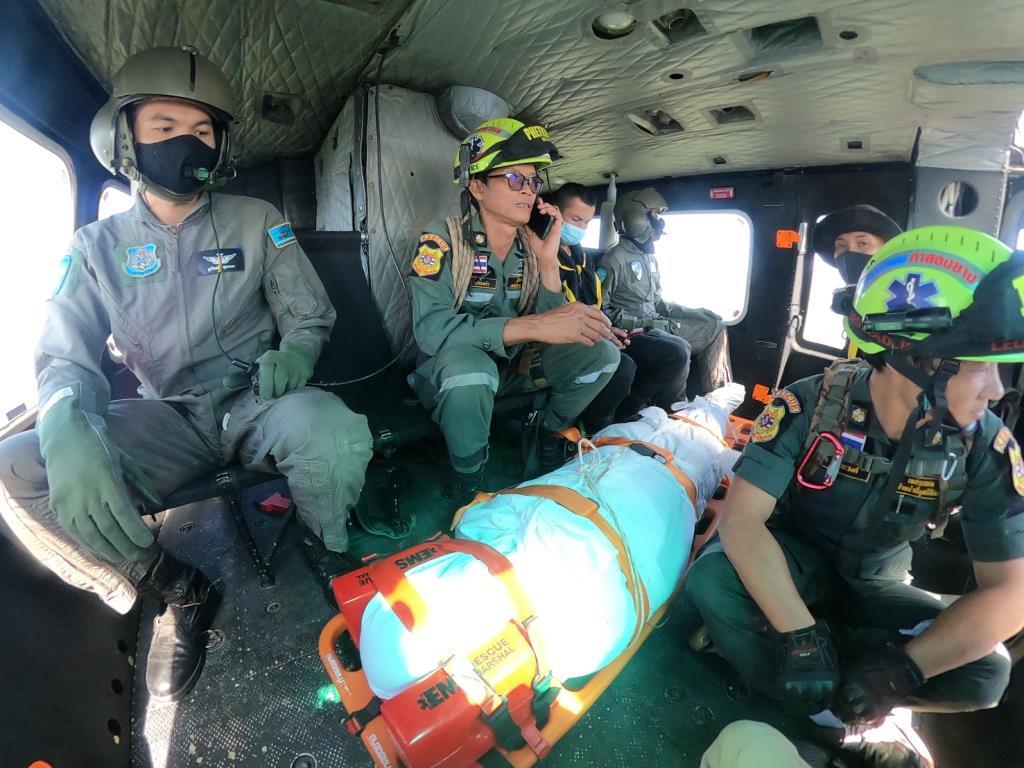 ทบ.ส่งเบล 212 ร่วมภารกิจสลด!บินฝ่าลมรับร่างหนุ่มแปดริ้วตกผาตาลีพู อช.แม่เมย