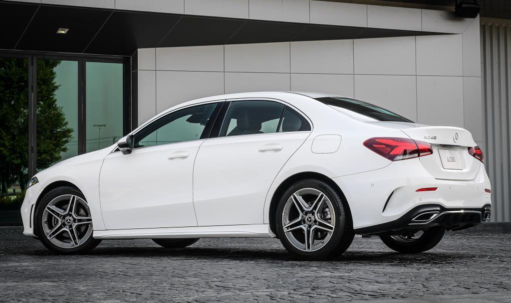 Mercedes-Benz A 200 AMG Dynamic ราคา 2,150,000 บาท