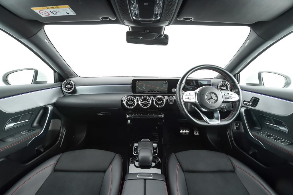 ภายใน Mercedes-Benz A 200 AMG Dynamic