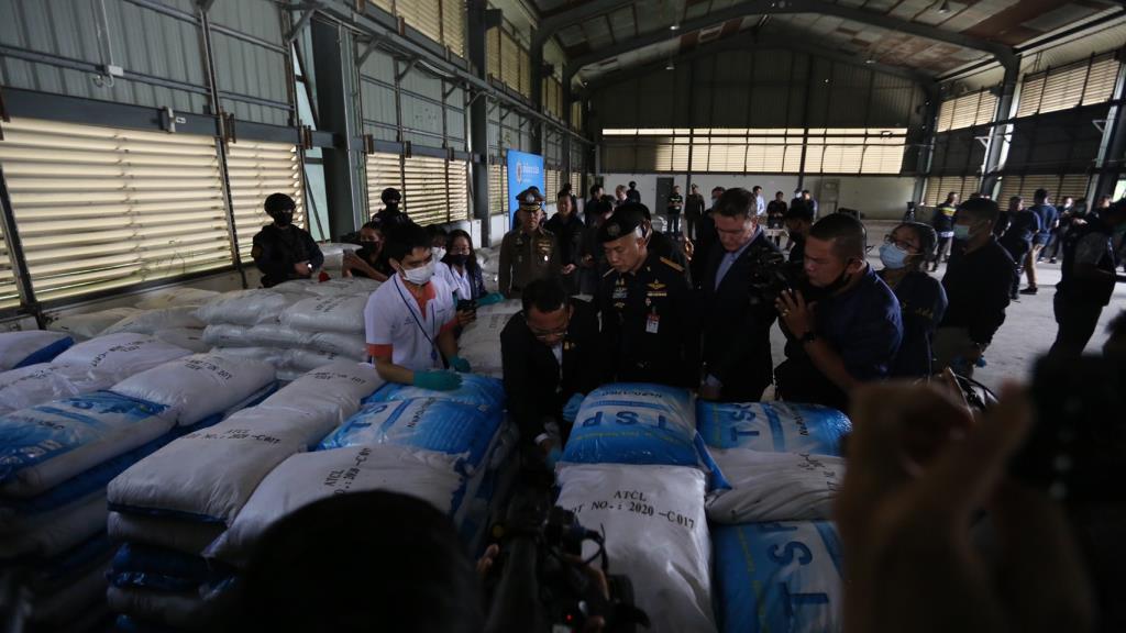 """ยึด """"เคตามีน"""" ล็อตใหญ่สุดในไทย 11.5 ตัน คาโกดัง จ.ฉะเชิงเทรา คาดเตรียมส่งต่างประเทศ"""
