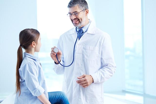 """""""หมอมนูญ"""" เผย เด็กเล็กอาจแพร่เชื้อ  RSV  สู่ผู้ใหญ่ได้ แนะ ใส่มาสก์-ล้างมือบ่อยๆ ดีที่สุด"""