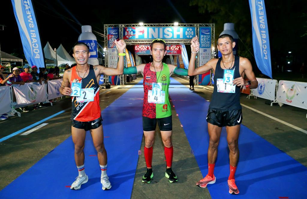 สำหรับรางวัลสำหรับนักวิ่งมาราธอนชาวไทย ในประเภทฟูลมาราธอนชาย ผู้ชนะคือ ภัทรพล น้อยหมอ นักวิ่งปอดเหล็กจากจังหวัดเชียงราย ทำเวลาได้ 2 ชั่วโมง 45 นาที 30 วินาที ได้รับเงินรางวัล 20,000 บาท ไปครอง ส่วนอันดับที่ 2 และ 3 ได้แก่ ธวัชชัย หกพันนา