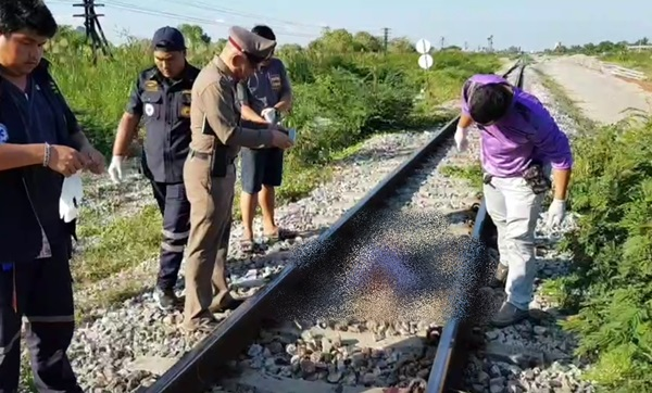 สลด ...ลุงวัย 70 ปี คิดสั้นกระโดดให้ขบวนรถไฟทับร่างเละดับคารางรถไฟ