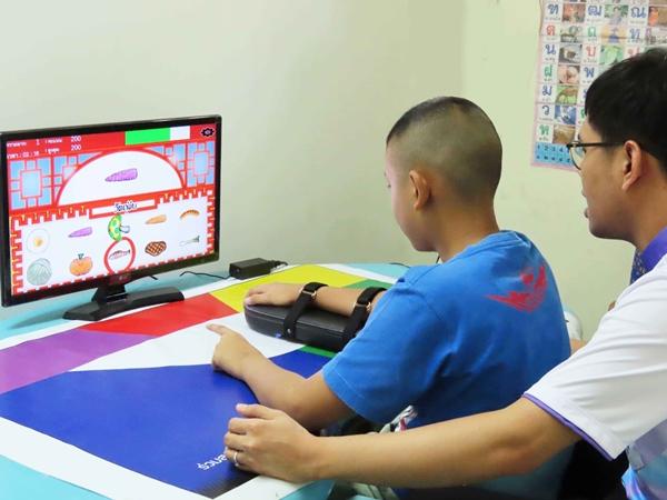 อุปกรณ์ ฝึกฝน...นวัตกรรมฟื้นฟูสมองผู้ป่วยอัมพฤกษ์ และเด็กที่ป่วยด้วยโรคทางสมอง