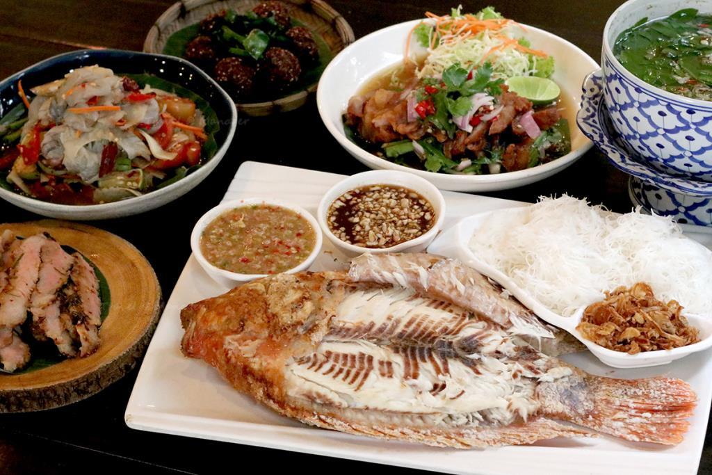 """""""หอมปลาเผา"""" อาหารไทย-อีสานสูตรเด็ด รสแซบโดนใจ"""