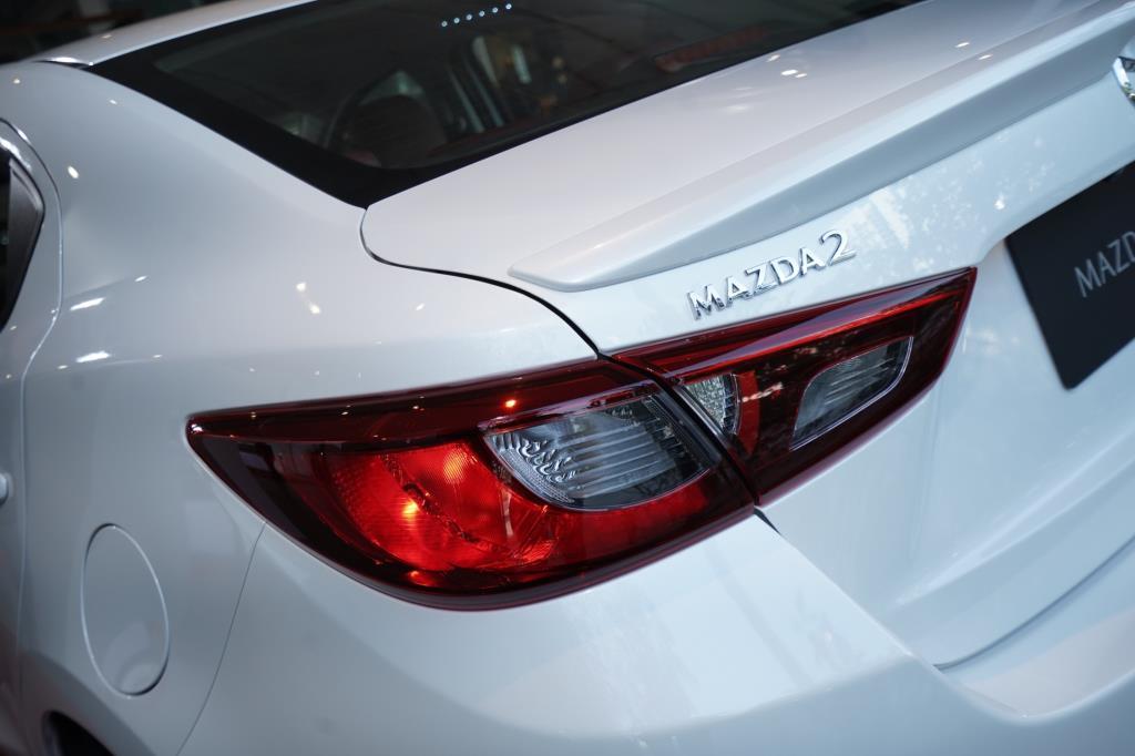 ประกอบด้วย Mazda2 1.3 S Leather ทั้งรุ่นแฮตช์แบค 5 ประตู และซีดาน 4 ประตู