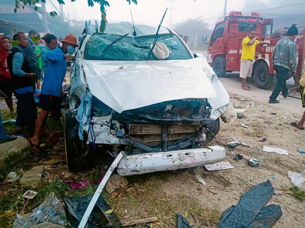 สาว20ซิ่งกระบะเสียหลักพุ่งชนตลาดสดชนกระจายคนเจ็บ11รถเสียหายเพียบ