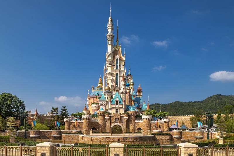 ฮ่องกงดิสนีย์แลนด์ รีสอร์ท ฉลองครบรอบ 15 ปี  พร้อมเปิดตัว Castle of Magical Dreams