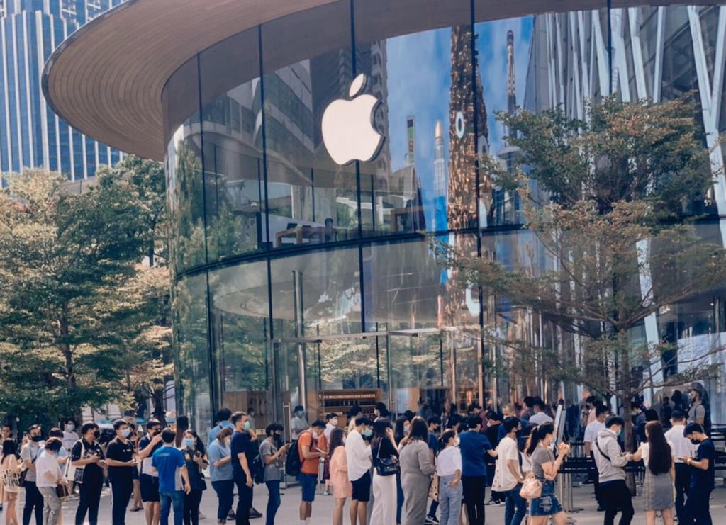 เซ็นทรัลคึกคักทั่วประเทศ! วางขายiPhone12วันแรกในไทย