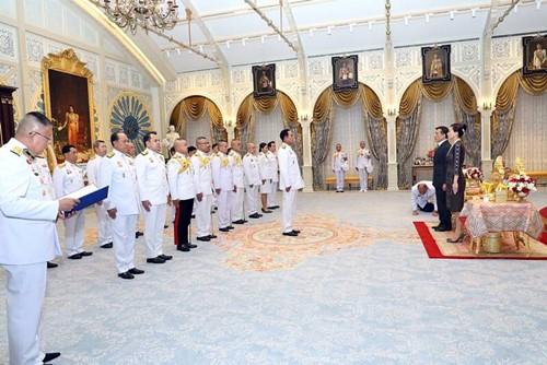 เมื่อวันที่ 22 พ.ย. พระบาทสมเด็จพระเจ้าอยู่หัว และสมเด็จพระนางเจ้าฯ พระบรมราชินี เสด็จออก ณ พระที่นั่งอัมพรสถาน พระราชวังดุสิต พระราชทานพระบรมราชวโรกาสให้ หัวหน้าส่วนราชการต่างๆ เฝ้าทูล ละอองธุลีพระบาทรับพระราชทานโฉนดที่ดินในพระปรมาภิไธย จำนวน 12 เพื่อใช้ประโยชน์เป็นสถานที่ทำงานสถานศึกษา และเพื่อเป็นประโยชน์ในทางราชการตลอดไป