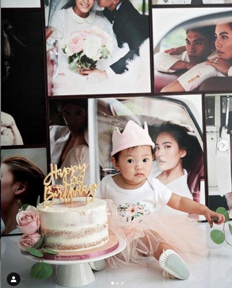 """ความสุขของพ่อแม่ """"เจนี่-มิกกี้"""" ฉลองวันเกิด """"น้องโนล่า"""" ครบ 1 ขวบสุดอบอุ่น"""