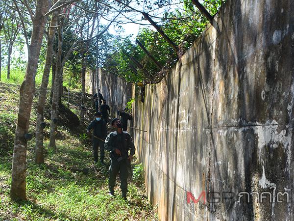 ตชด.445 เบตงตรวจเข้มช่องทางธรรมชาติตามแนวชายแดนไทย หลังพบการทำลายลวดหนาม