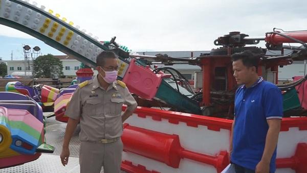 สั่งปิดเครื่องเล่นปลาหมึกยักษ์ หลังเกิดปัญหาไฮดรอลิกแตกจนหล่นกระแทกพื้น มีผู้ได้รับบาดเจ็บ